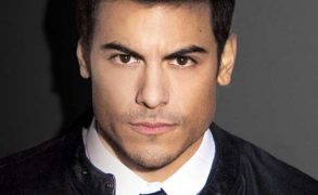 Carlos Rivera sings with Gente De Zona